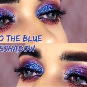 STILA into the blue glitter and glow duo chrome